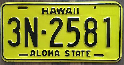 1969 Yellow Authentic Retro Hawaii Passenger Mint Unused License Plate 3N-2581