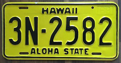 1969 Yellow Authentic Retro Hawaii Passenger Mint Unused License Plate 3N-2582