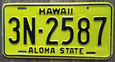 1969 Yellow Authentic Retro Hawaii Passenger Mint Unused License Plate 3N-2587