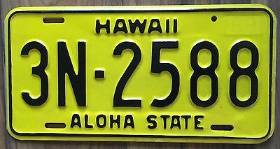 1969 Yellow Authentic Retro Hawaii Passenger Mint Unused License Plate 3N-2588