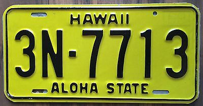 1969 Yellow Authentic Retro Hawaii Passenger Mint Unused License Plate 3N-7713