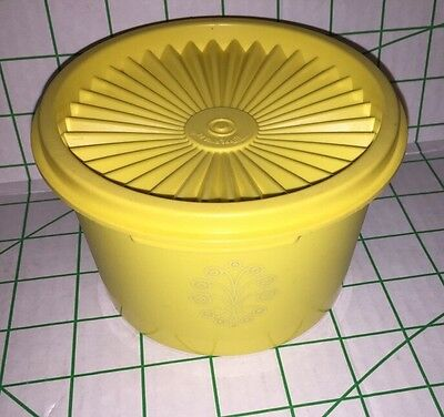 VINTAGE TUPPERWARE Yellow SMALL CANISTER  SERVELIER CONTAINER Sunburst 1297-16