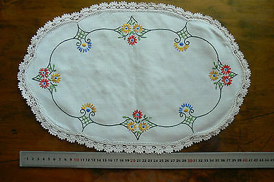 Vintage Hand Embroidered IVORY Linen Centre Oval & Crochet Edge 420x265mm Approx