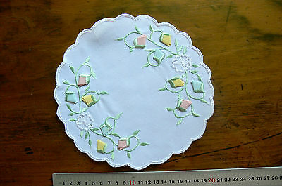 Satin Stitch Embroidered Fabric Fold Flowers WHITE Linen Doily Round 20cm Approx