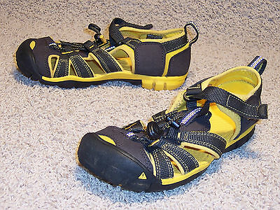 Keen Boy's Water Shoes Very Good Condition Usa Youth Size 2