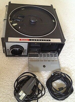 Kodak Carousel Slide PROJECTOR 550 - with cord, remote - TESTED & WORKING!!