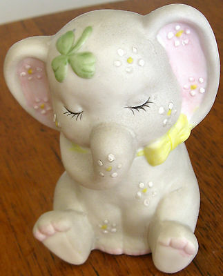 Collectable Vintage Retro Ceramic Elephant Figural Ornament (452)