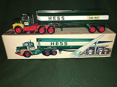 1974 Hess Tanker Truck, MIB. All lights work, rare,vintage,collectible,Marx Toys