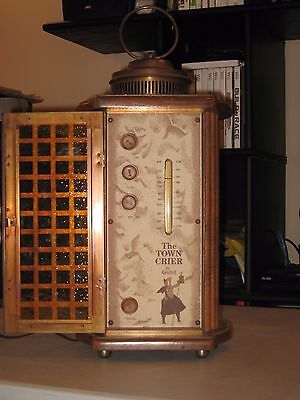 Vintage AM FM Guild Town Crier Tube Radio in very good condition but sold as-is