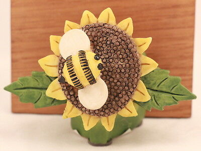 """Mary Engelbreit 1999 Sunflower and Bee 4"""" X 3"""" Magnet"""