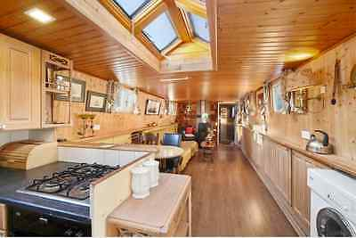 Dutch Barge Widebeam Luxe Motor 3 bedroom liveaboard in West London canalboat