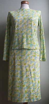 VINTAGE MATCHING FLORAL TOP AND SKIRT CIRCA 1960s. MADE FROM RAYON JERSEY.
