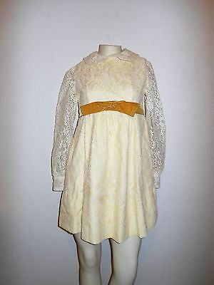Vintage 1970s Girls Lace Dress in size 5/6