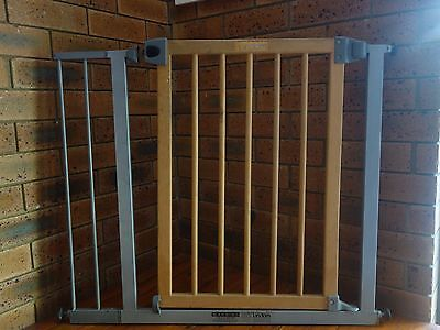 Lindam Wood and Metal Baby Safety Gate