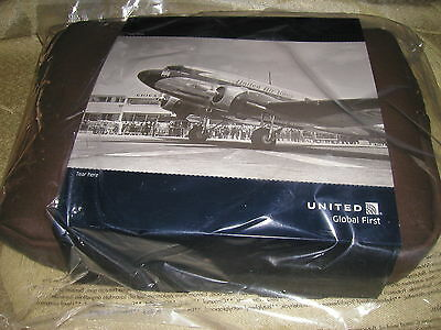 1 NEW united airlines LEATHER LIKE INTL F/C travel  /toiletry/ amenity kit