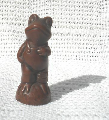 **VINTAGE CERAMIC MAHOGANY COLOURED 8cms TALL FROG** DETAILED TACTILE MINT COND