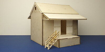 O gauge (7 mm) Small goods shed  - LCC B 70-08