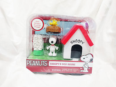 Snoopy's Dog House with Snoopy and Woodstock figures nice toy!
