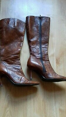 Womens knee high boots. Size 6