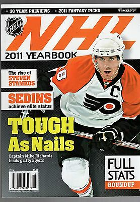 The Official 2011 Nhl Yearbook-Hockey-Faceoff-Mike Richards-Philadelphia Flyers