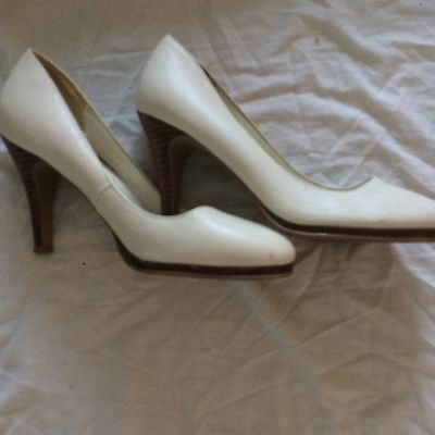 New Look Ivory Coloured Women's Heeled Shoes Size 5
