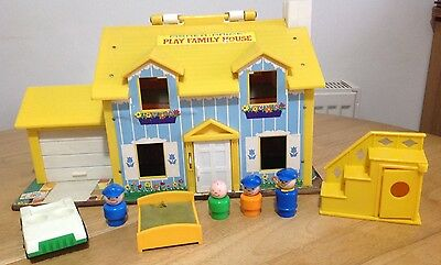 Vintage 1969 Fisher Price Play Family House 952 Figures Accessories ��