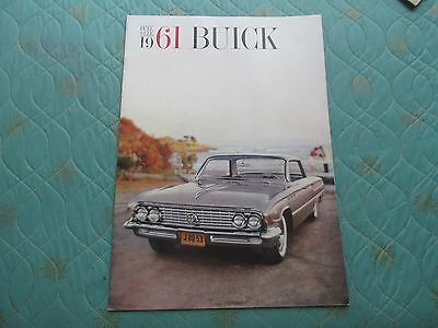 1010x  1961 Buick sales catalog brochure (larger version) showing full size cars
