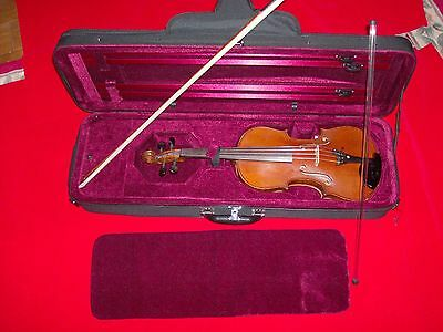 VIOLIN / 4/4 GUARNERIUS / Superb Tone and Condition; New Case & Bow.