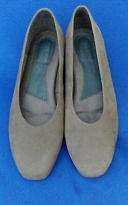 ladies casual shoes by clarks size 5 leather uppers