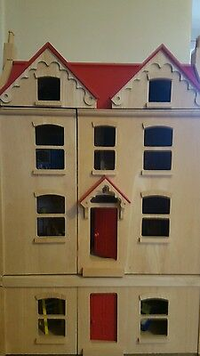 Pintoy Dolls House includes dolls and furniture