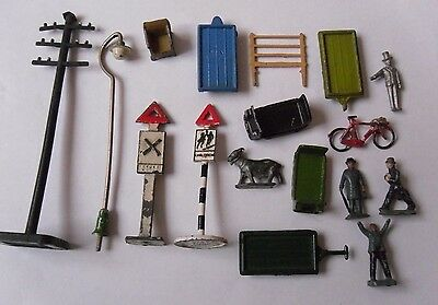 Selection Of Diecast OO Gauge Railway Accessories