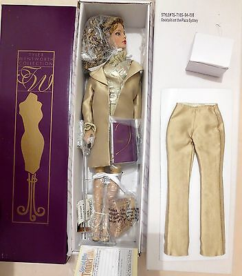 Rare COCKTAILS ON THE PLAZA SYDNEY Limited Edition DOLL BY TONNER-PRISTINE nrfb