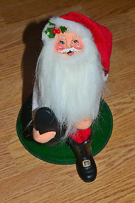 Annalee Dolls Santa Claus Putting Boots On Eyes Open