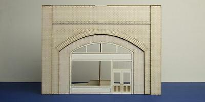 O gauge (7 mm) brick arch unit with shop fittings - LCC A 70-03