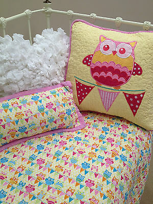3 pce Girls Cotton Quilted Baby Owl Hoot Hoot Nursery Cot Quilt & 2 Cushions