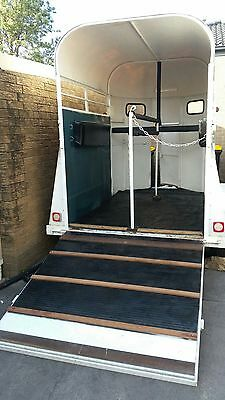 Double Horse Float - Refurbished, Brand new floor, paint, rubber and padding.