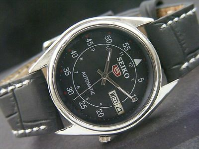 Vintage Seiko 5 Automatic Day/Date Beautiful Black Dial Men's Watch Figure