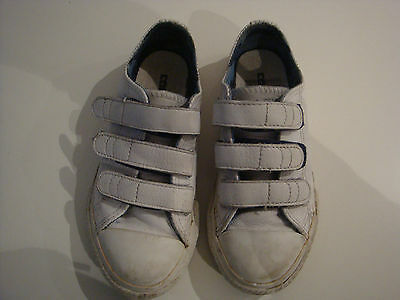 Converse All Star white Unisex Boys  Kids leather shoes Trainers Size 10 Uk