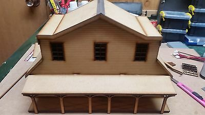 O scale low relief  country  inn