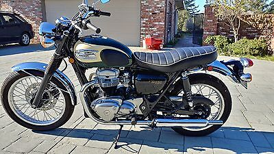 2001 Kawasaki W650  2001 Kawasaki W650 440 miles Collectors Dream. Green and Tan