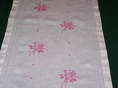 VINTAGE EMBROIDERED LINEN RUNNER, GORGEOUS PINK FLORAL SPRAYS, HEM STITCH, c1930