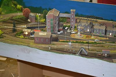 Model Railway Layout 4ftx2ft ,DCC Controlled Kato Track,Peco T/T,Lights,Signals