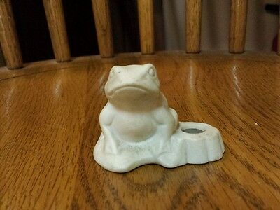 Colonial candle frog white