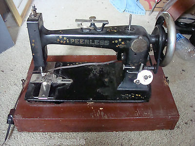 Rare Antique Vintage PEERLESS table top sewing machine w/ wood coffin case works