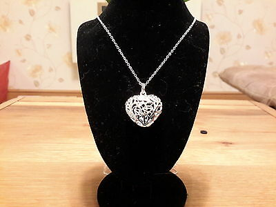 Brand new 925 stamped Silver Heart neckace  and gift box
