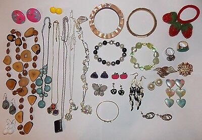 JOB LOT OF x 28 PIECES OF VINTAGE-RETRO COSTUME JEWELLERY & STRAWBERRY HAIR BAND