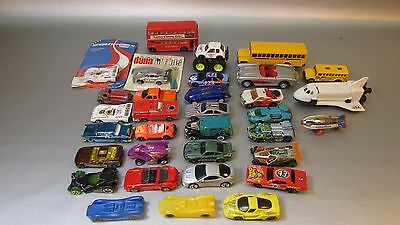 Huge Lot of mixed Die Cast Cars, Trucks, Vehicles, 33 Total colllectors look!!
