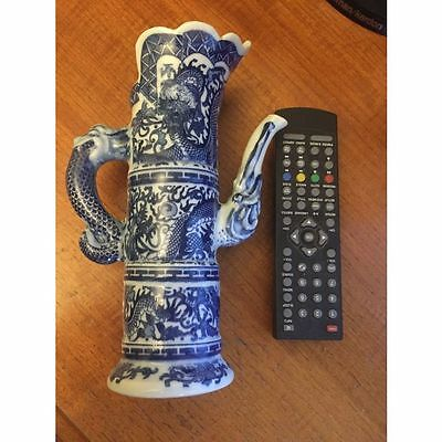 CHINESE TEAPOT DRAGONS BLUE AND WHITHE Qianlong MARKS 19 TH?