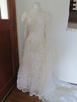 Beautiful vintage white chantilly lace wedding gown high neck size 2 / 4