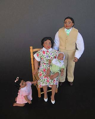 Family miniature dolls in 1:12 scale. Dollhouse dolls by Paola&Sara Miniature
